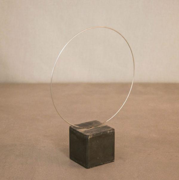 Escultura aro metálico