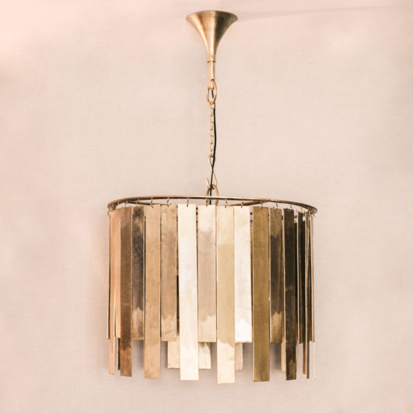 Lámpara de techo lamas metálicas dorada