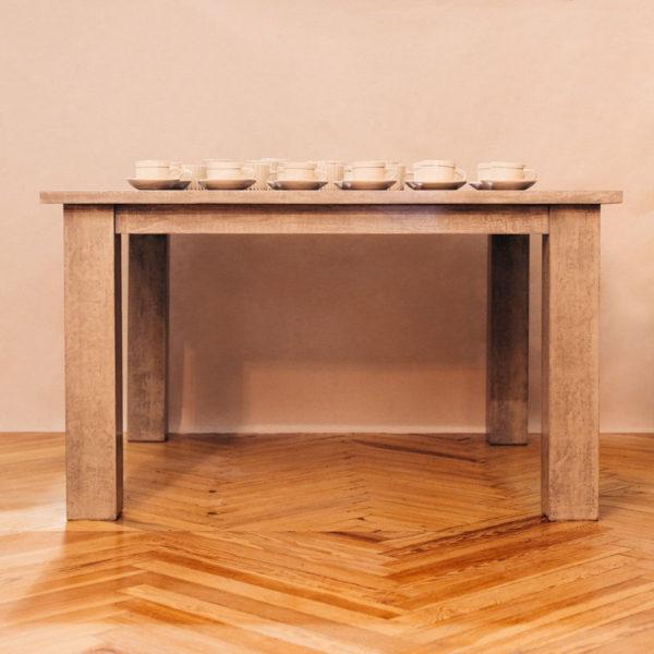 Mesa de comedor madera pintada a mano y chapa central antracita