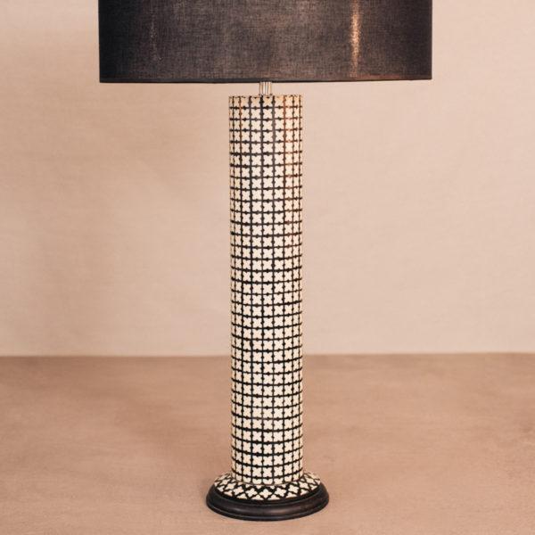 Lámpara sobremesa geométrica blanca y negra