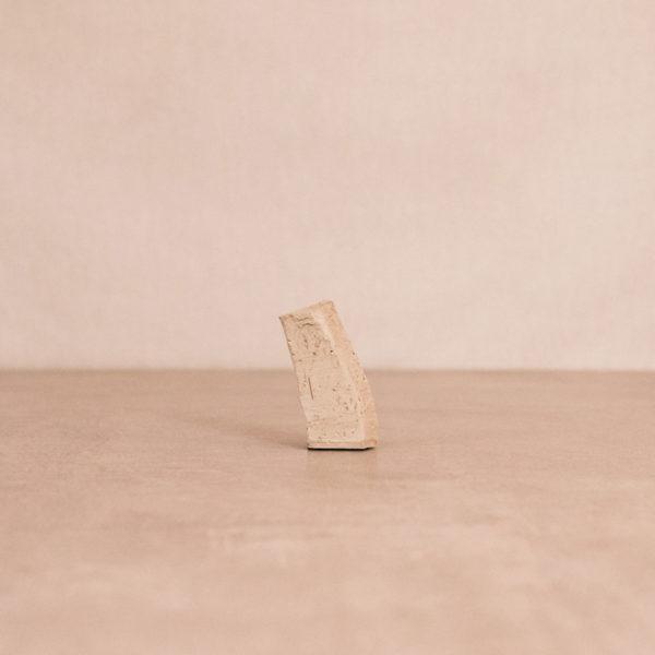 Jarrón cemento cuerno elefante