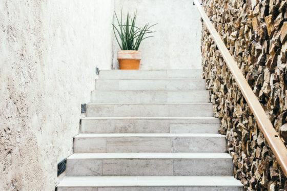 Reforma integral: aprovecha el espacio bajo las escaleras